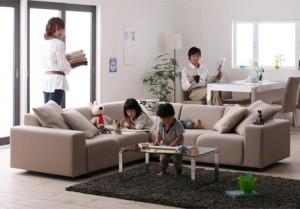 色と人が集まる部屋、家族の空間